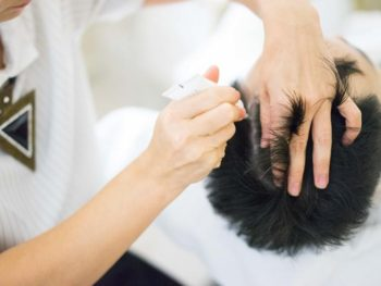 How To Treat Dandruff And Eliminate An Itchy Oily Scalp